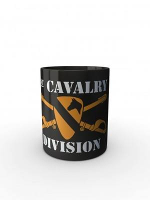 Černý hrnek 1st Cavalry Division Sabres and Horse