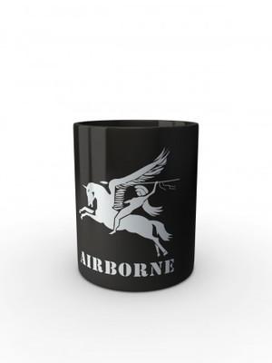 Černý hrnek British Airborne Pegasus