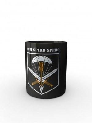 Černý hrnek CAF 601. SKSS Dum Spiro Spero