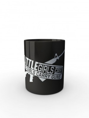 Černý hrnek LITTLE GIRLS CRY BIG GIRLS CARRY GUNS M4