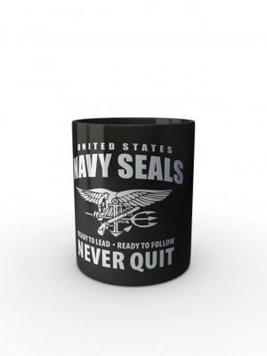 Černý hrnek United States NAVY SEALS Never Quit